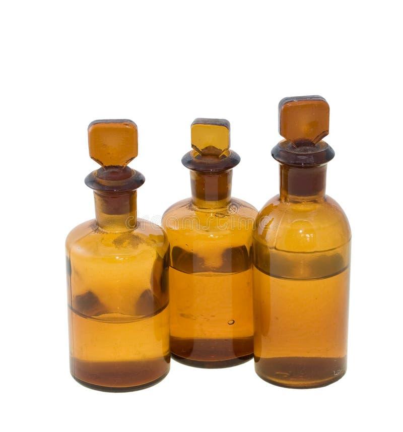 3 butelki brązowić substancja chemiczna folującą połówkę obraz stock