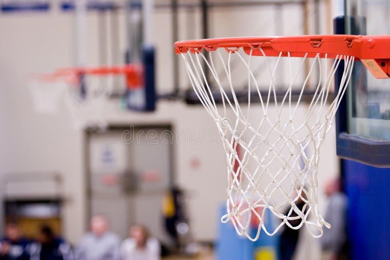 3 de Hoepels van het basketbal met netten die binnen een gymnastiek hangen royalty-vrije stock afbeeldingen