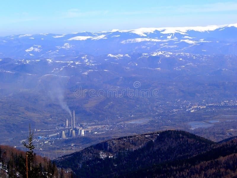 Download 3 gór śnieg obraz stock. Obraz złożonej z kontrast, niebezpieczeństwo - 140741