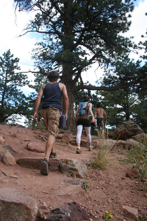 Download 3 hikers colorado стоковое фото. изображение насчитывающей green - 475266