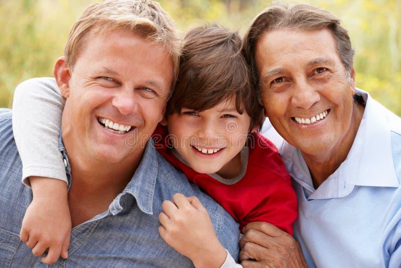3 hombres el hispanico de las generaciones foto de archivo