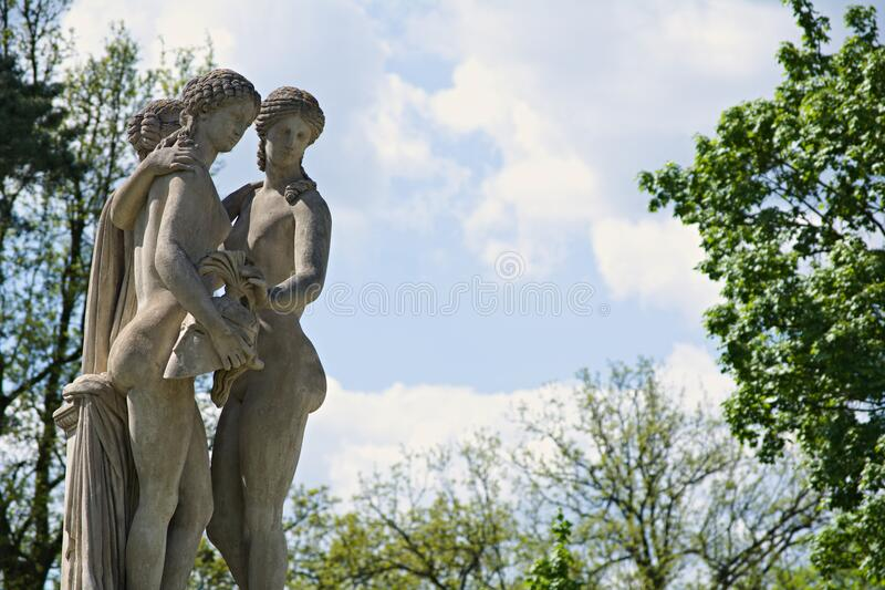3 Human Gray Statue Surrounded By Green Trees During Daytime Free Public Domain Cc0 Image