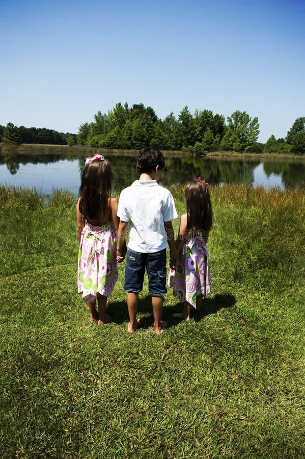 3 niños al aire libre fotografía de archivo libre de regalías