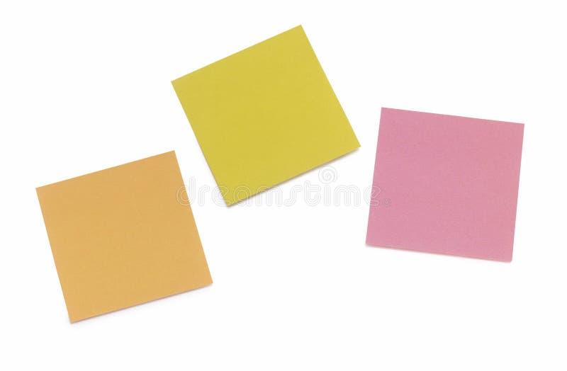3 notas de post-it pegadas en blanco foto de archivo libre de regalías