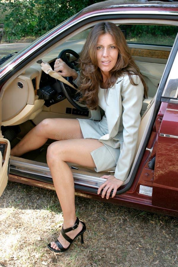3 samochód przedsiębiorstw wyjdzie seksowną kobietę obraz royalty free