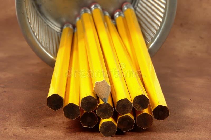 3 unsharpened blyertspennor arkivfoton
