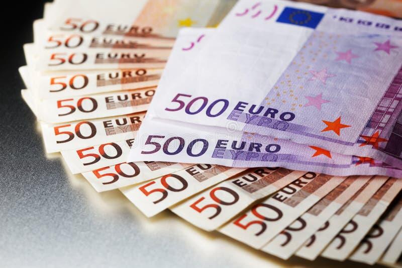 3000 Euro na błyszczącej metal desce zdjęcie royalty free