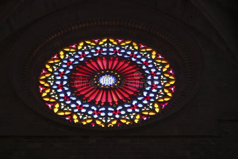 327 Stainglass en una iglesia en Mallorca España fotografía de archivo