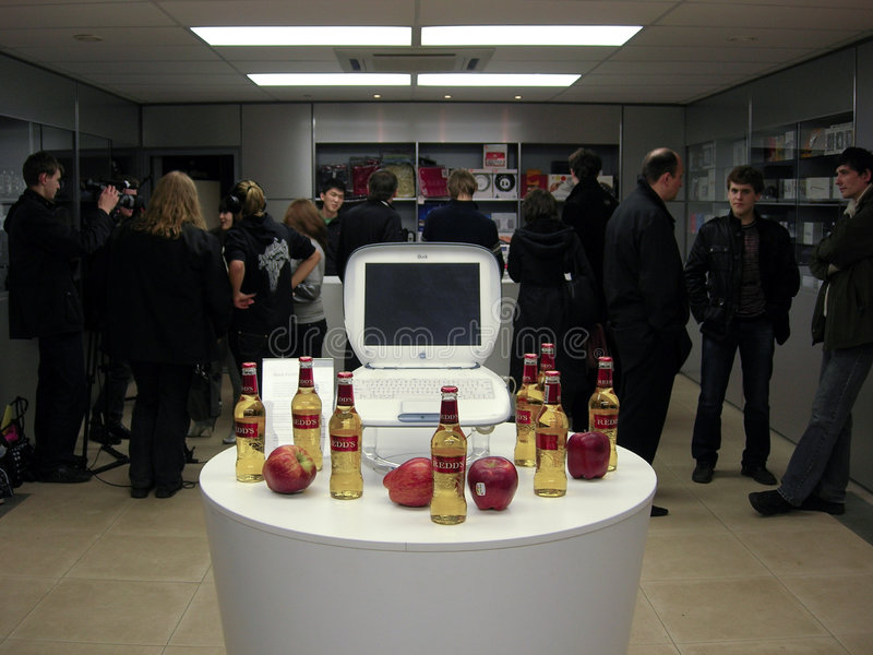 33rd Anniversary Apple -- Mac User Group meeting. At DeepArtment store. Beer, juice, apples, vintage apples ;) and a lot of fun. 01.04.2009, Moscow, Russia stock photography