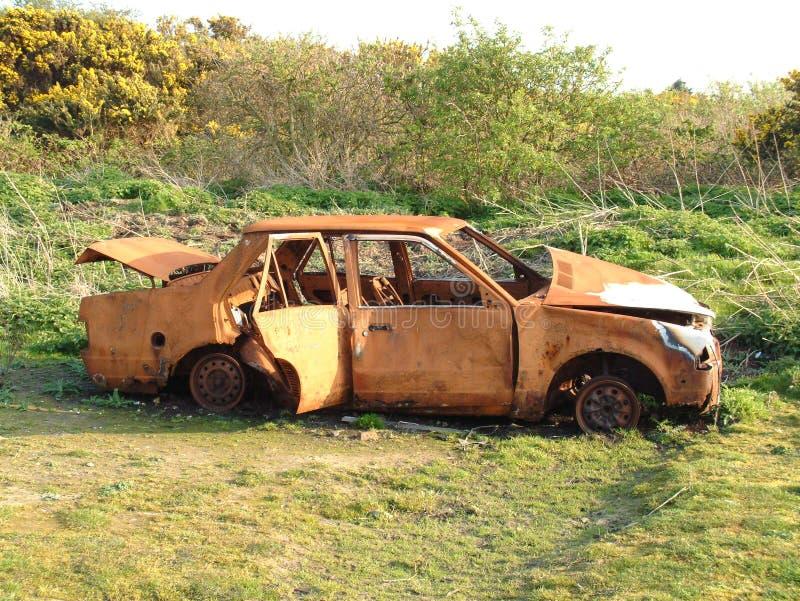 被放弃的汽车击毁 库存照片