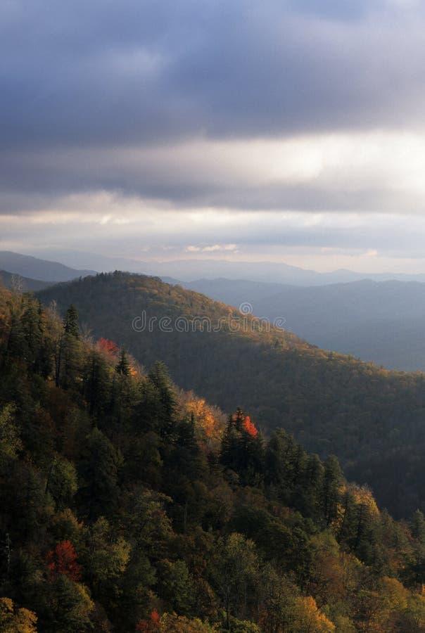 风景秋天蓝色大路的土坎 库存照片