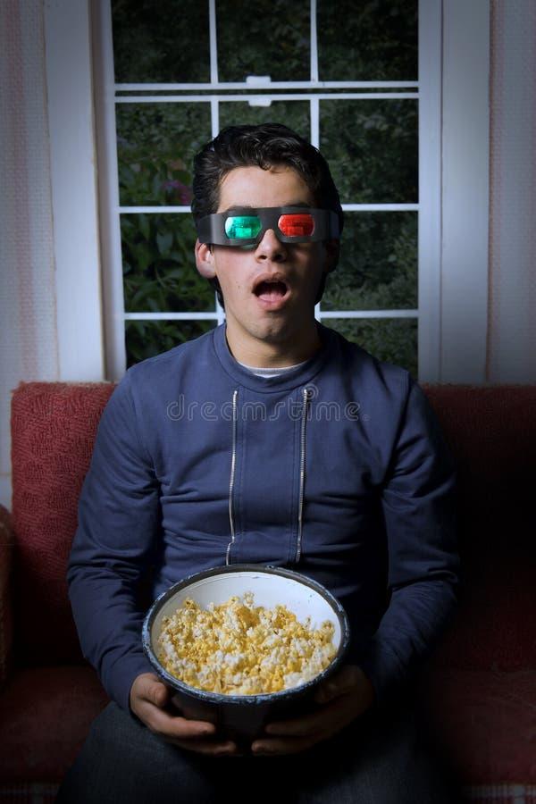 3d mężczyzna telewizyjni watchin potomstwa zdjęcie stock