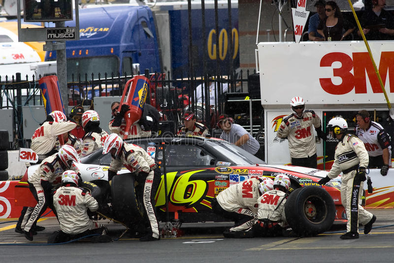 Download 3m Ford Pit Stop editorial photo. Image of lowes, excitement - 9525031