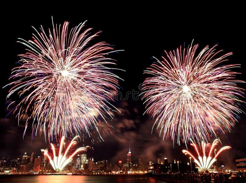 4ème macy s de juillet de feux d'artifice photos stock