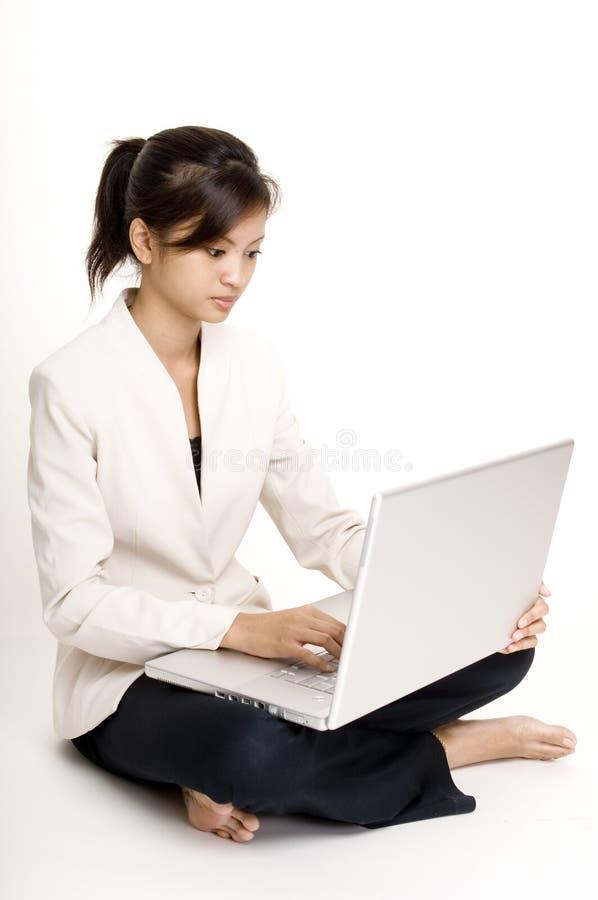 4个女孩膝上型计算机 图库摄影