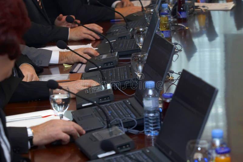 4台膝上型计算机会议 免版税库存照片