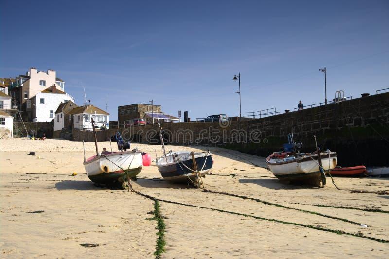 4条海滩小船钓鱼 免版税库存照片