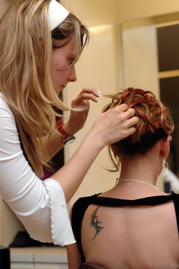 4穿戴的头发美发师 图库摄影