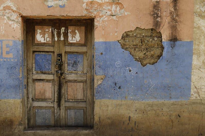 4 замка двери старого стоковые фото