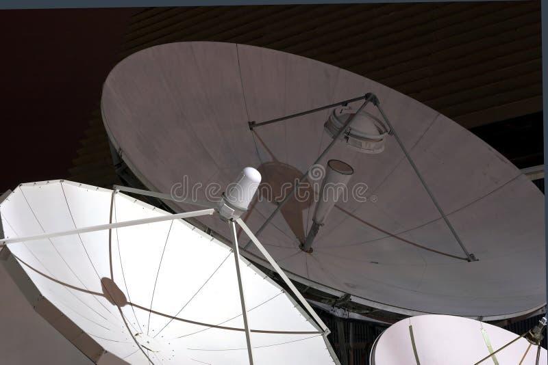 4 тарелки спутниковой стоковое фото