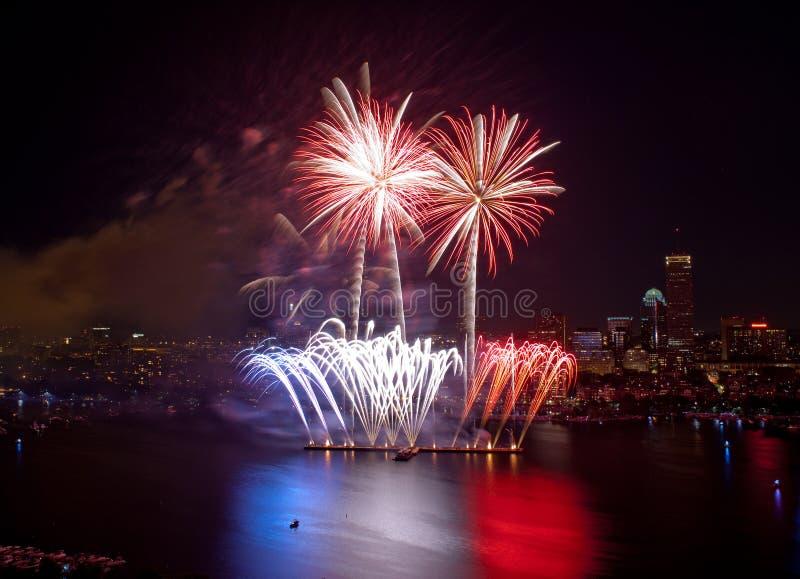 4-ый из феиэрверков в июле в Бостон стоковое изображение