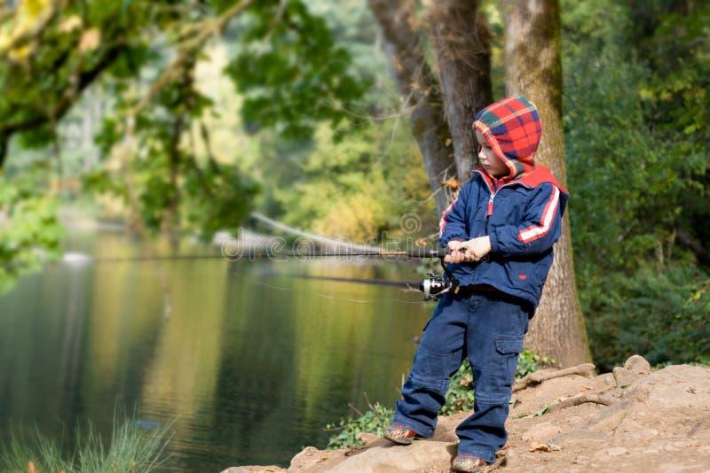 4 Años Lindos Del Muchacho Del Pescador Foto de archivo libre de regalías