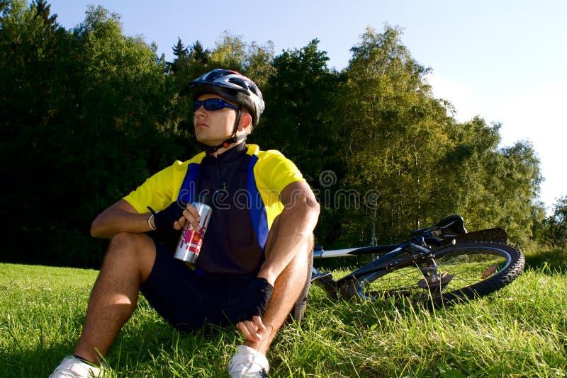 #4 faisant du vélo image libre de droits