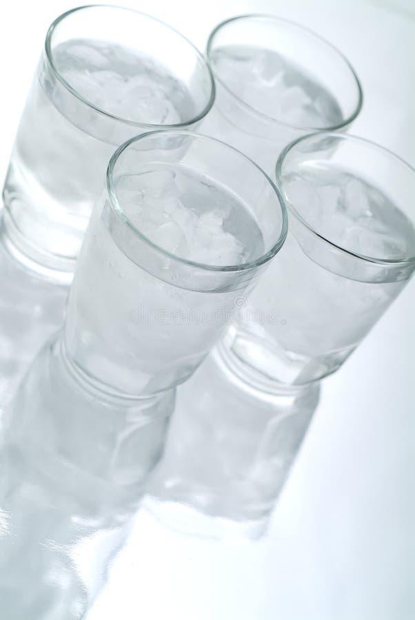 4 Gläser Eis-Wasser stockfoto