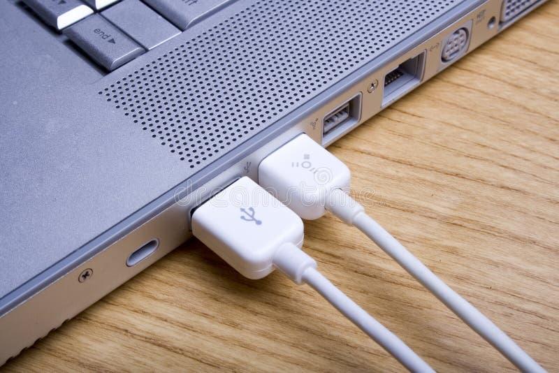 4 laptopa kabli obrazy stock
