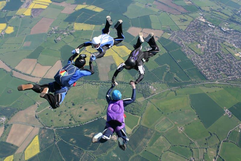 4 skydivers freefall стоковое изображение rf
