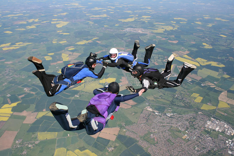 4 skydivers freefall стоковые фотографии rf