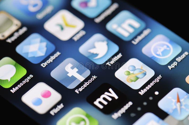 4 sociala medel för äppleappsiphone arkivfoto