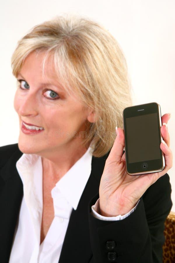40 atractivos algo mujer con el teléfono celular imagen de archivo libre de regalías