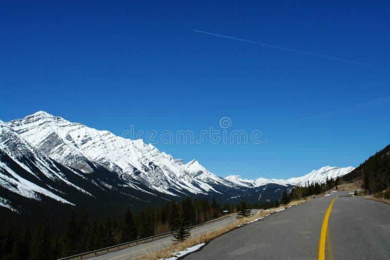 40 längs den huvudvägrockies vintern royaltyfri bild