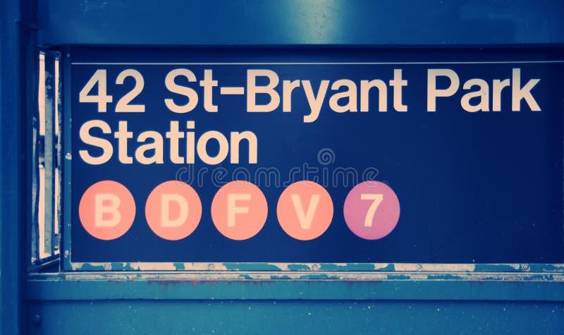 42 signe de gare de stationnement de la rue Bryant photographie stock
