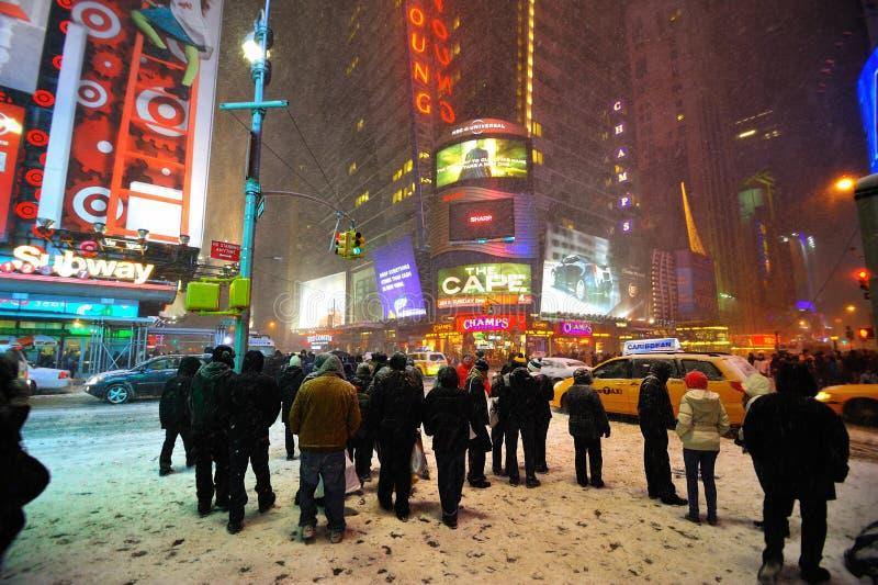 42 Straße im Schneesturm, New York City lizenzfreies stockbild