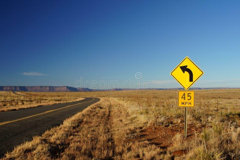 45曲线英里/小时临近新的反射的sabinosa符号星期日 图库摄影