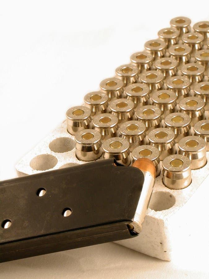 45APC munitie en klem stock afbeeldingen