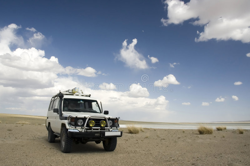 4WD en el desierto fotografía de archivo