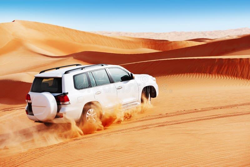 4x4 αμμόλοφων είναι ένας δημοφιλής αθλητισμός του Άραβα