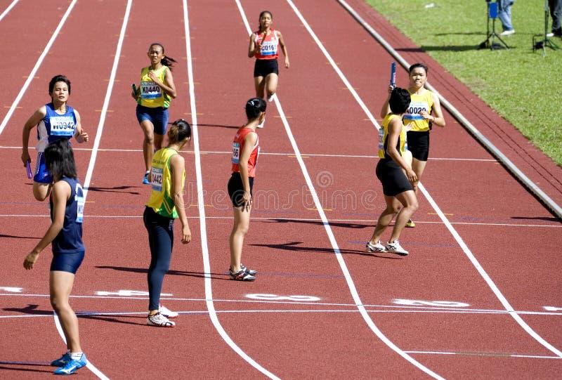 4x400 van vrouwen meet Race royalty-vrije stock afbeeldingen