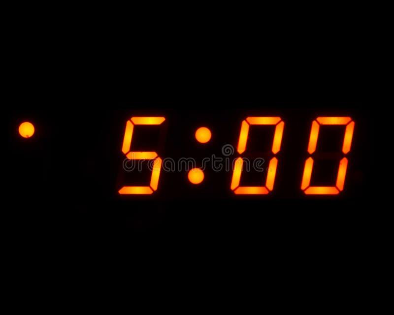 5 AM digitale (geïsoleerde,) klok stock fotografie