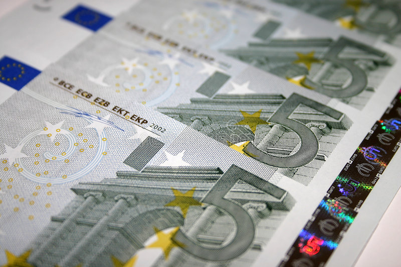 5 euro notes images stock