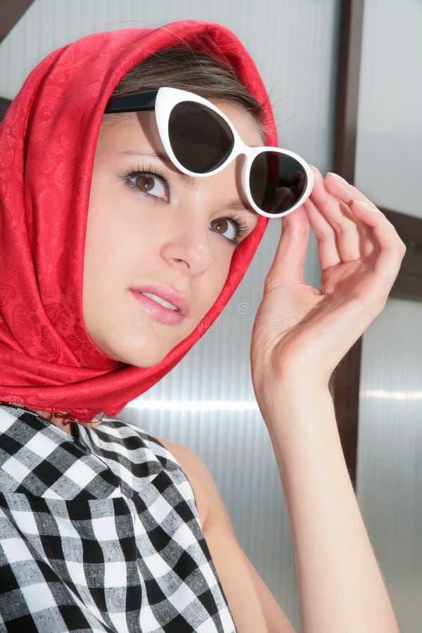 50 νεολαίες γυναικών γυαλιών ηλίου εικόνας χ στοκ φωτογραφίες