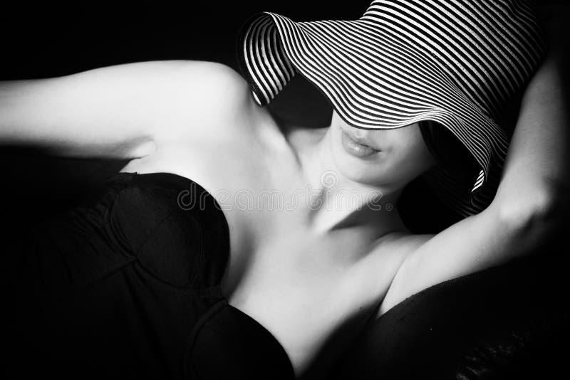 50 för lingerymult s för soffa etnic barn för kvinna arkivfoton