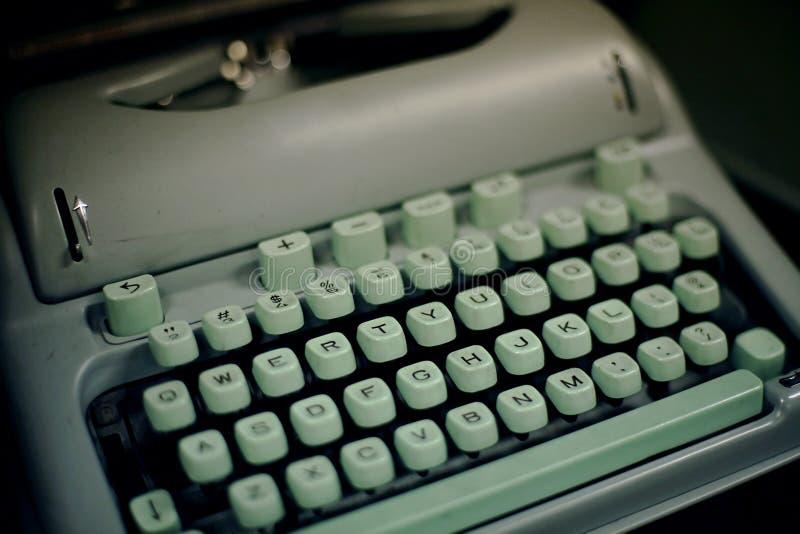 50-talskrivmaskinstappning arkivbild
