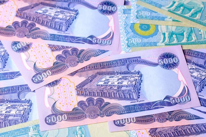 500 5000 dinar iraq anmärkningar royaltyfri bild