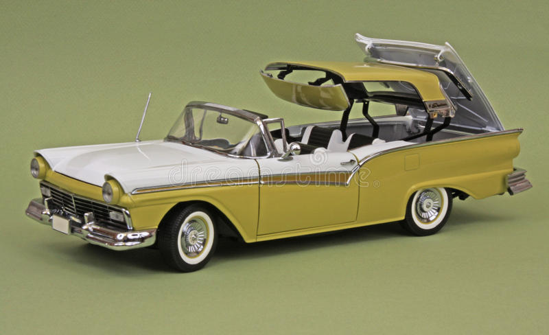 '57 Ford Skyliner stockbilder