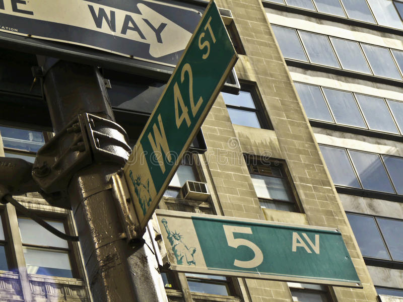 Download 5th Avenue And 42nd Street Royalty Free Stock Photos - Image: 14577398