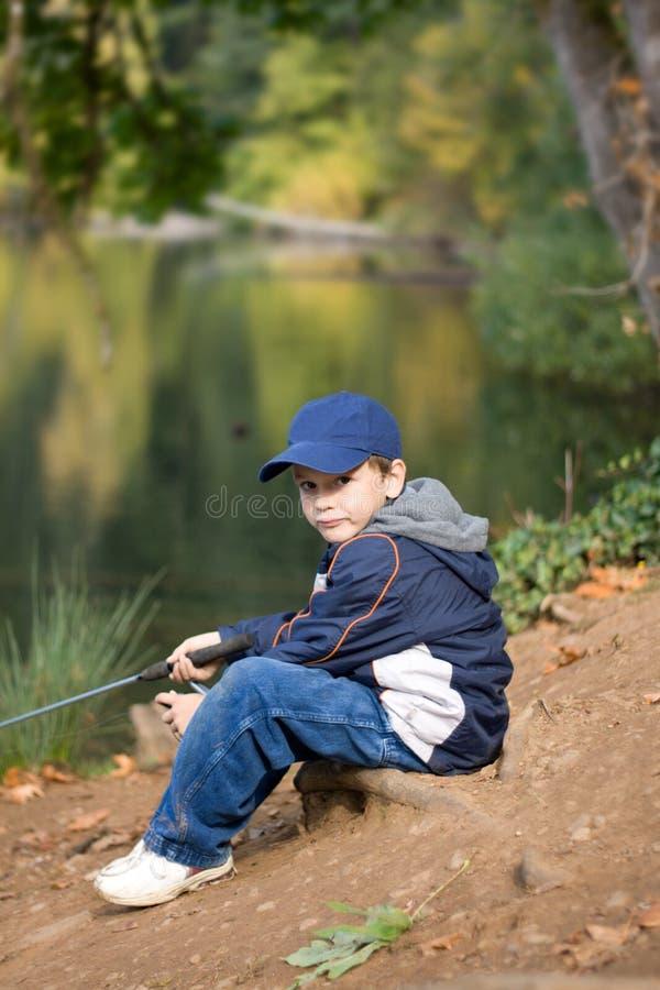 6 años del muchacho del pescador foto de archivo libre de regalías